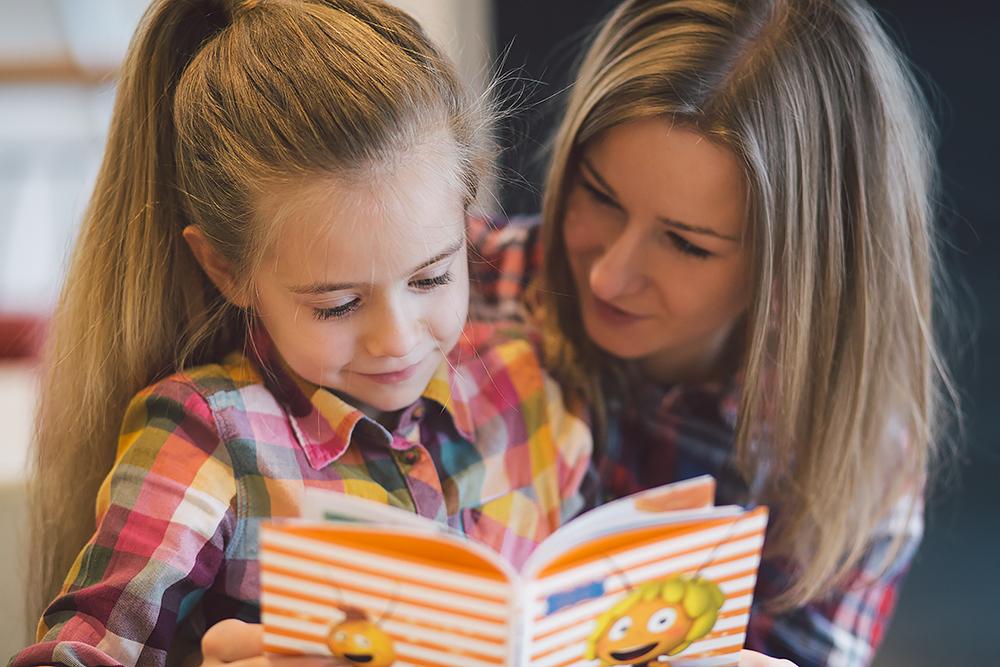 """Czytać dzieciom trzeba! To więcej niż pewne i o tym jeszcze napiszemy. Dziś czytanie chcemy """"ugryźć"""" jednak z innej strony. Ale po kolei… ;)"""