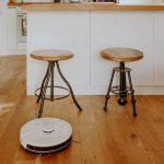 odkurzacz robot w kuchni